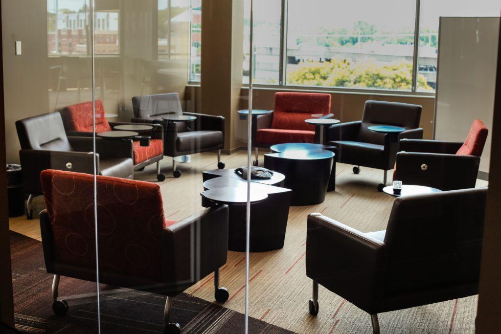 Hyvässä paikalla on myös pieniä kokoushuoneita verkostoitumista varten.