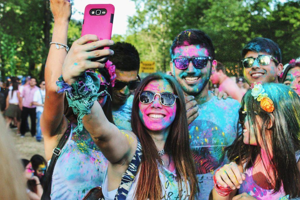 Einer unserer Lieblingstipps für die Eventplanung ist, einen Selfie-Spot selbst zu kreieren.
