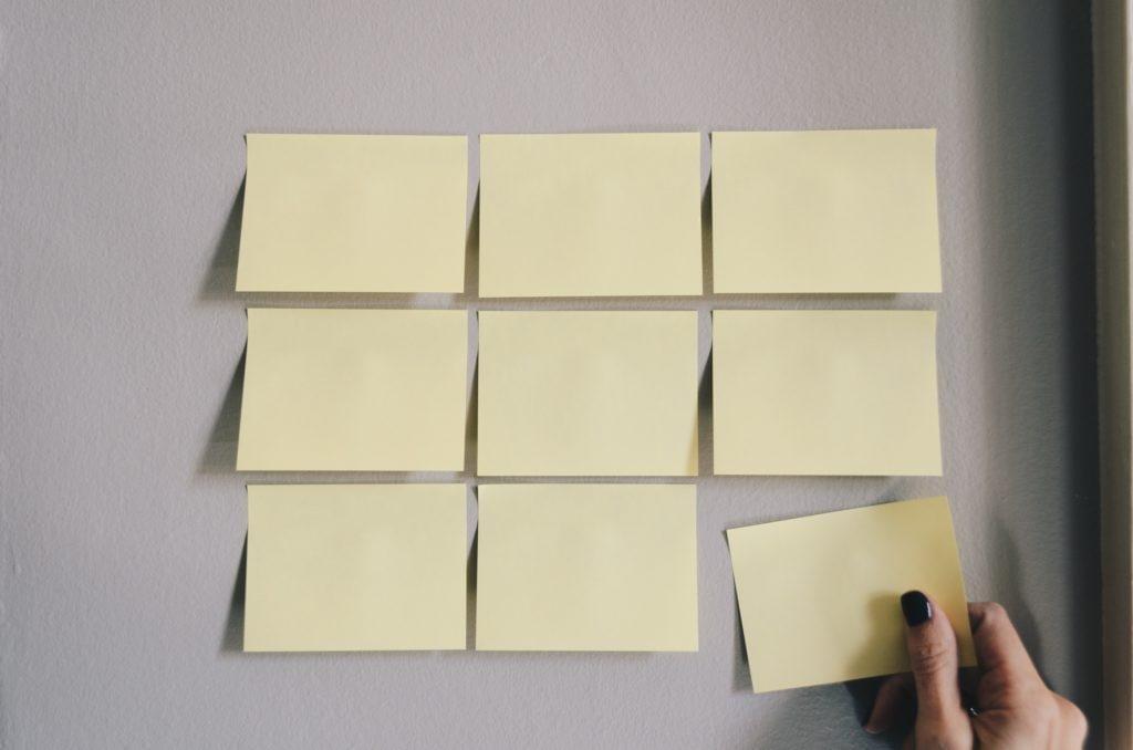 La organización de un evento corporativo requiere que las tareas se desglosen en componentes.
