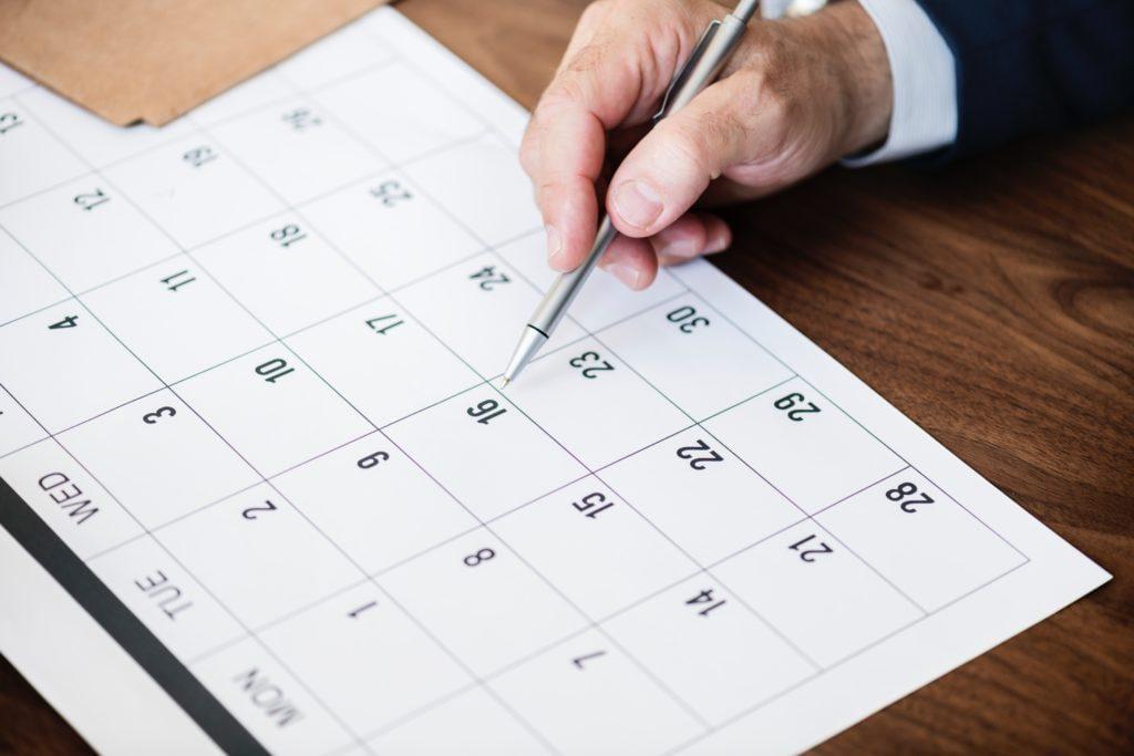 Wähle ein angemessenes Datum, wenn du ein Firmenevent organisierst.