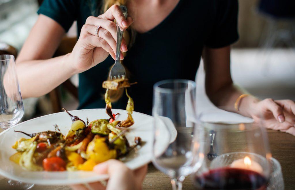Hur man planerar ett privat event: Tänk på vad du ska servera... och hur.