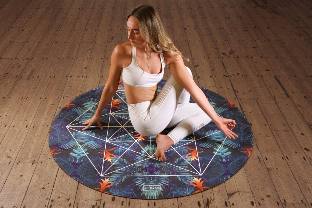 Yoga är en av de mer fysiska mors dag aktiviteterna.