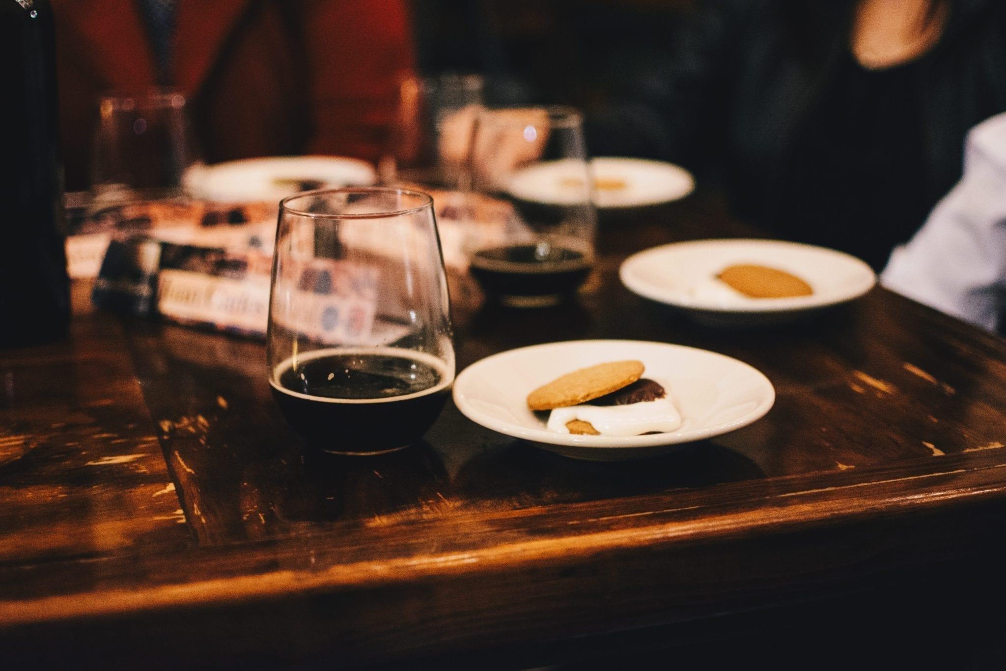 Keskustele osallistujien kanssa työpajasi jälkeen syömällä ja juomalla tällaisessa ravintolassa.
