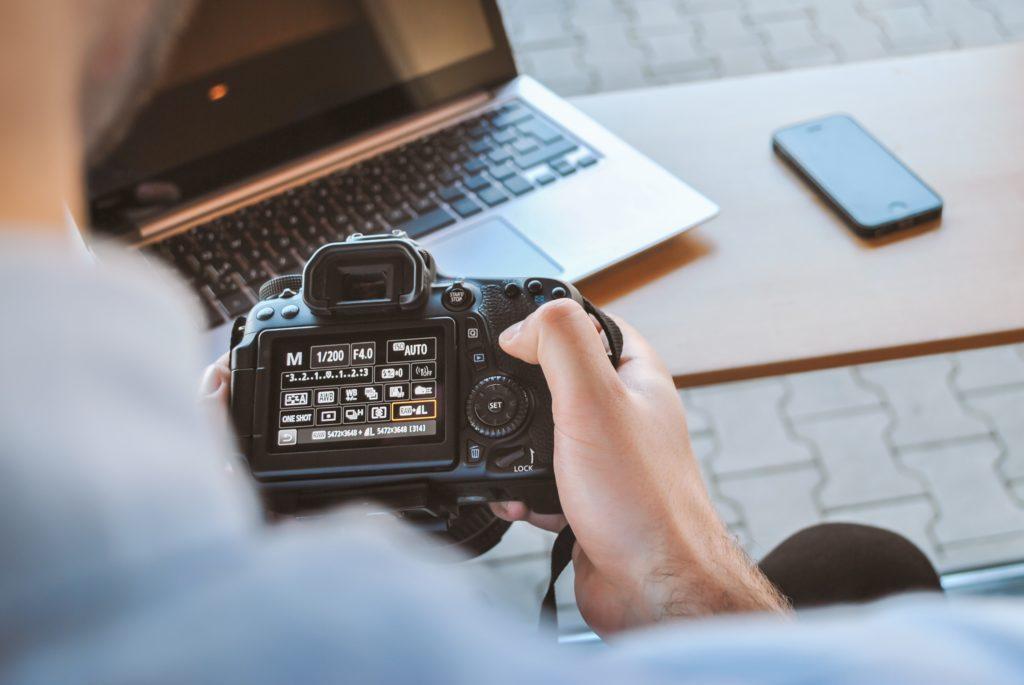 Comment trouver le bon photographe d'évènement : Fournir autant de détails que possible lors des demandes de devis.