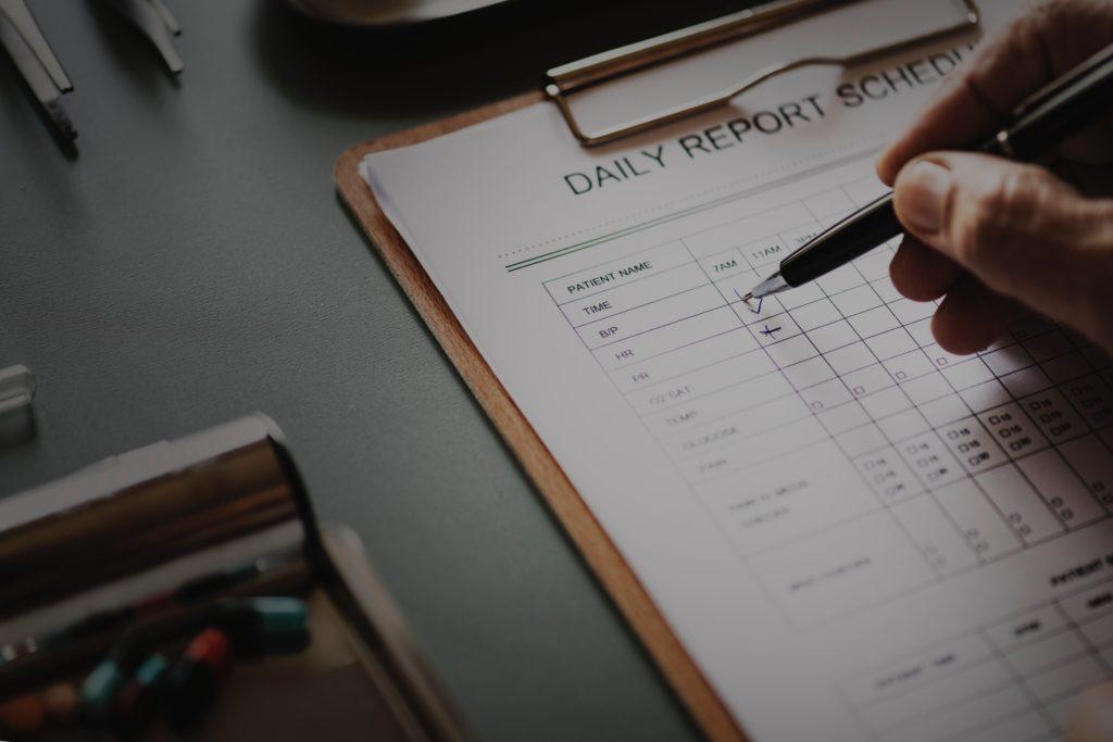 Kuinka kouluttaa ja johtaa tapahtuman vapaaehtoisia: Raportointijärjestelmä voi olla niin yksinkertainen kuin arkki paperia.