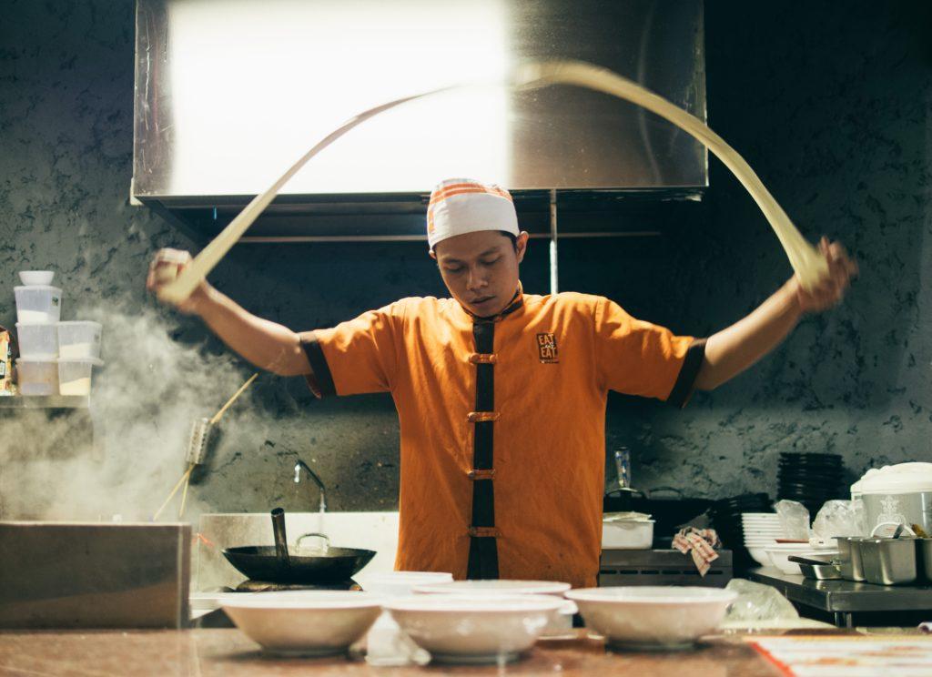 Le guide ultime pour un évènement culinaire réussi : Être un hôte de qualité.