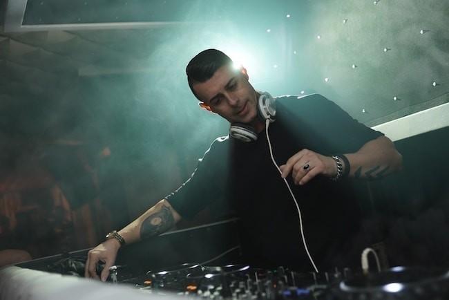 Idéer til eventunderholdning: DJs kan give den perfekte baggrundsmusik.