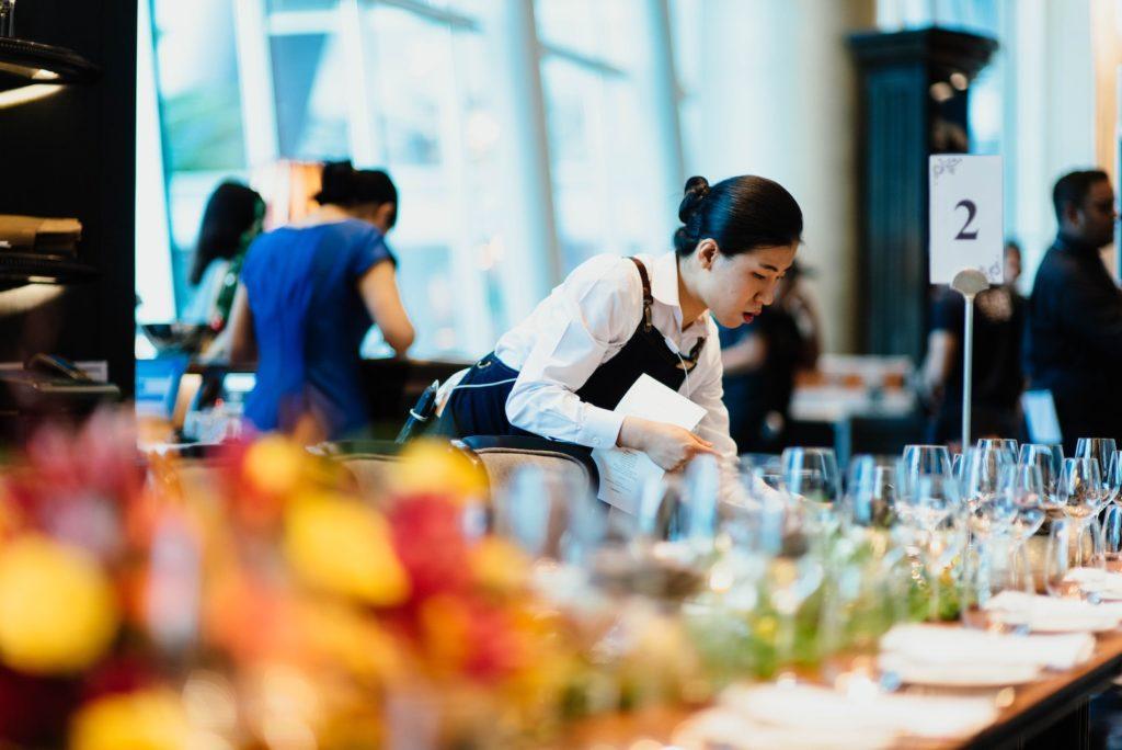Cómo elegir un servicio de catering para un evento: Asegúrese de tener la cantidad correcta de personal en el sitio.