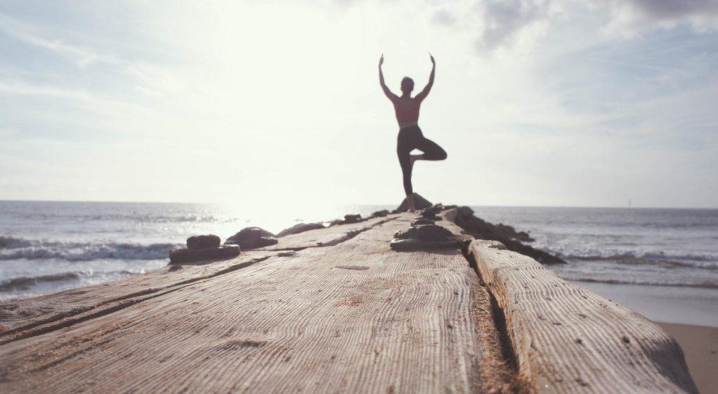 Ein erfolgreiches Wellness-Event kann mit einer ruhigen Yoga-Sitzung wie dieser enden
