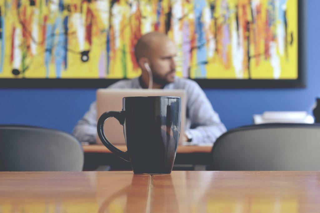 Évènement durable : Les réunions virtuelles éliminent le besoin de transports.