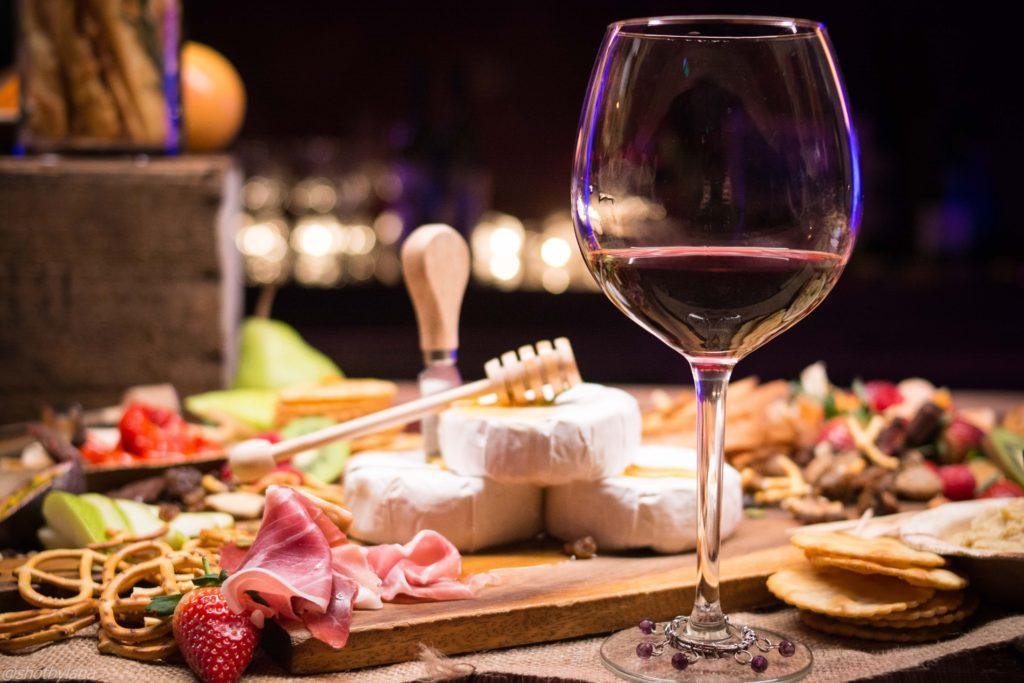 Wijnproeverij: vergeet niet om smaakpapil reinigers klaar te hebben.