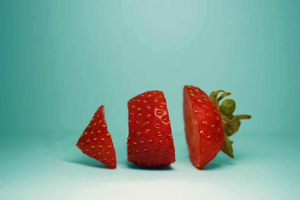Kestävä tapahtuma: Vähennä ruokajätettä lahjoittamalla jäämiä hyväntekeväisyyteen.