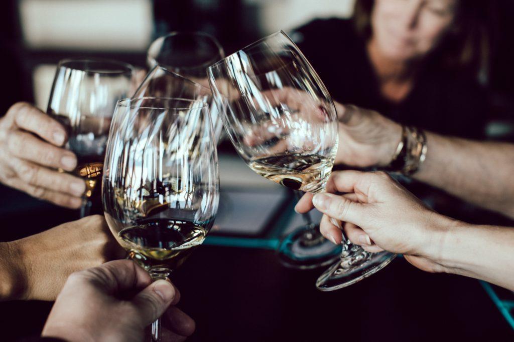 Event for vinsmaking: Inviter rundt 8-12 gjester.