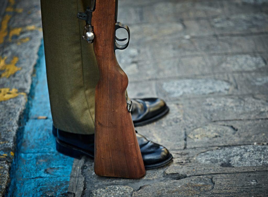 Vaderdag Evenementenideeën: Nodig vaders en hun kinderen uit om kleiduiven te schieten.
