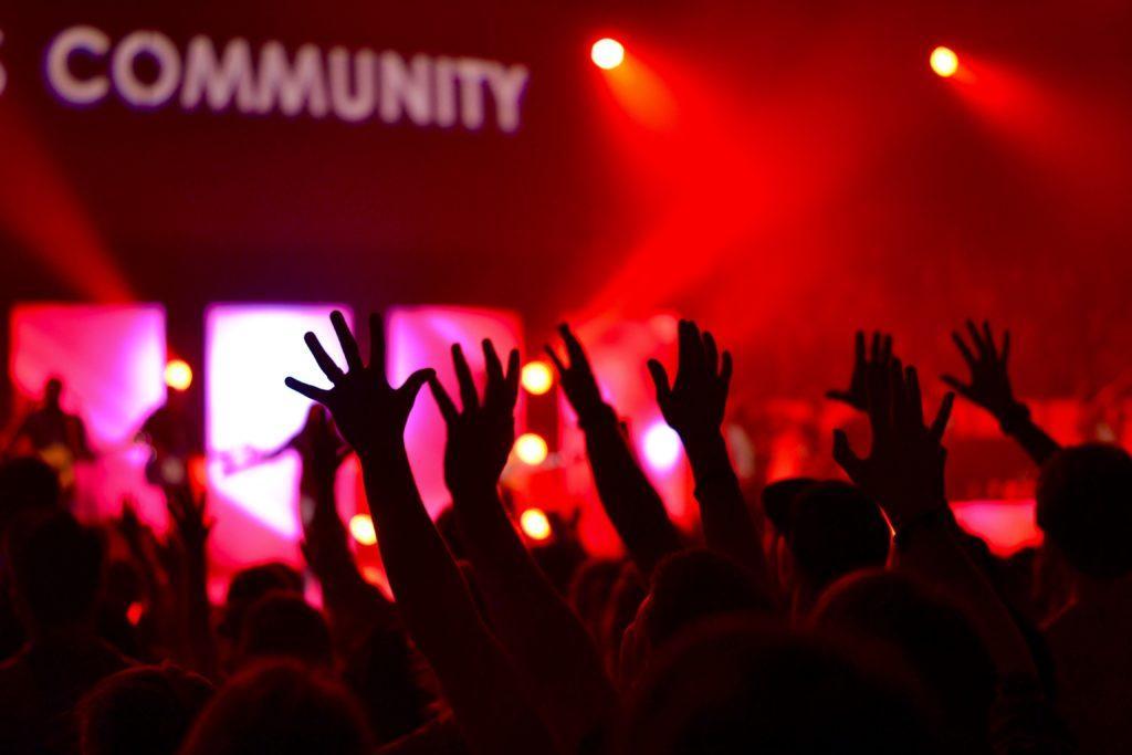 Ideeën voor een grootse opening: Gebruik de grootse opening om relaties met de lokale gemeenschap op te bouwen.