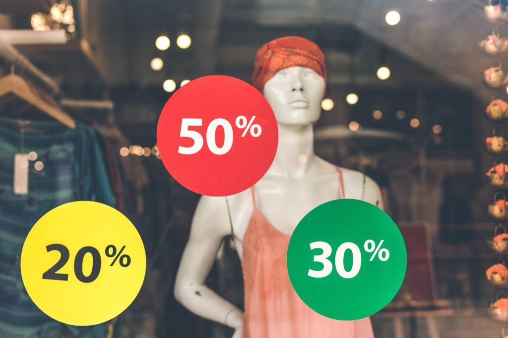 Tapahtumalippujen hinnoittelu: Käytä suurempaa lukua, joko prosenttiosuutta tai rahamäärää.