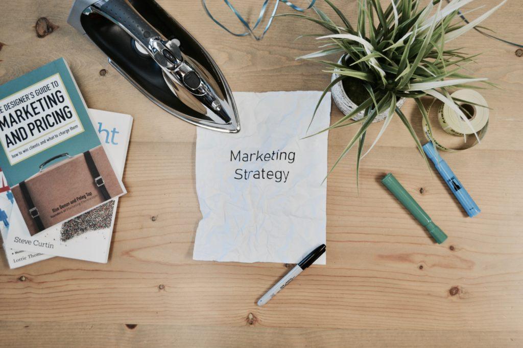 Tapahtumalippujen hinnoitteleminen: Kasvata myyntiäsi käyttämällä näitä 10 hinnoittelustrategiaa.