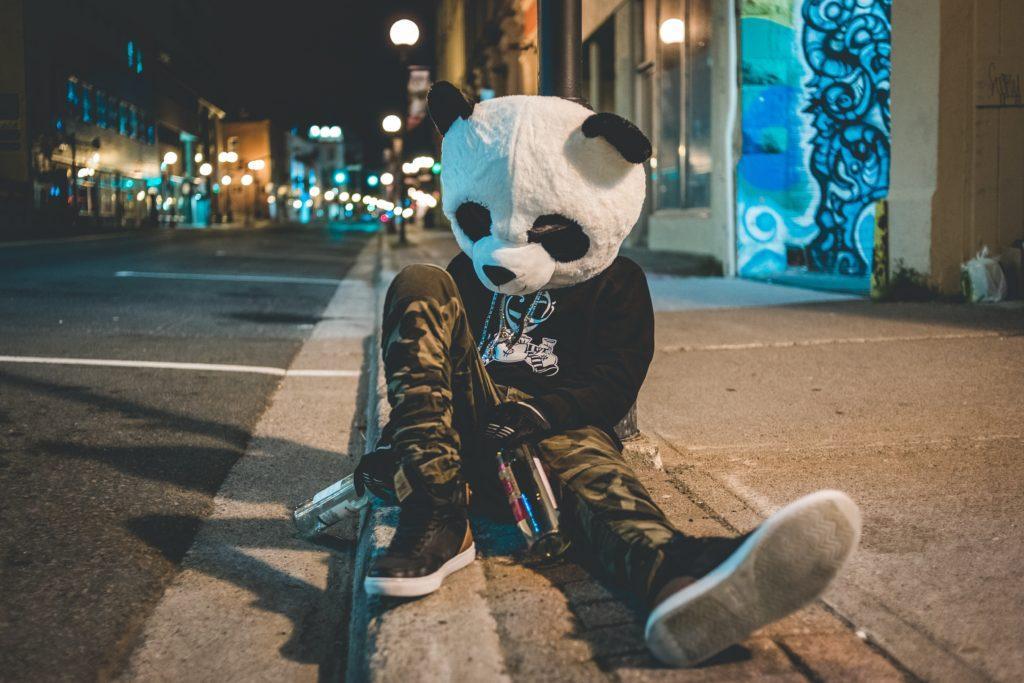 Comment organiser une tournée des bars : Empêchez votre groupe de subir le même sort que ce panda.