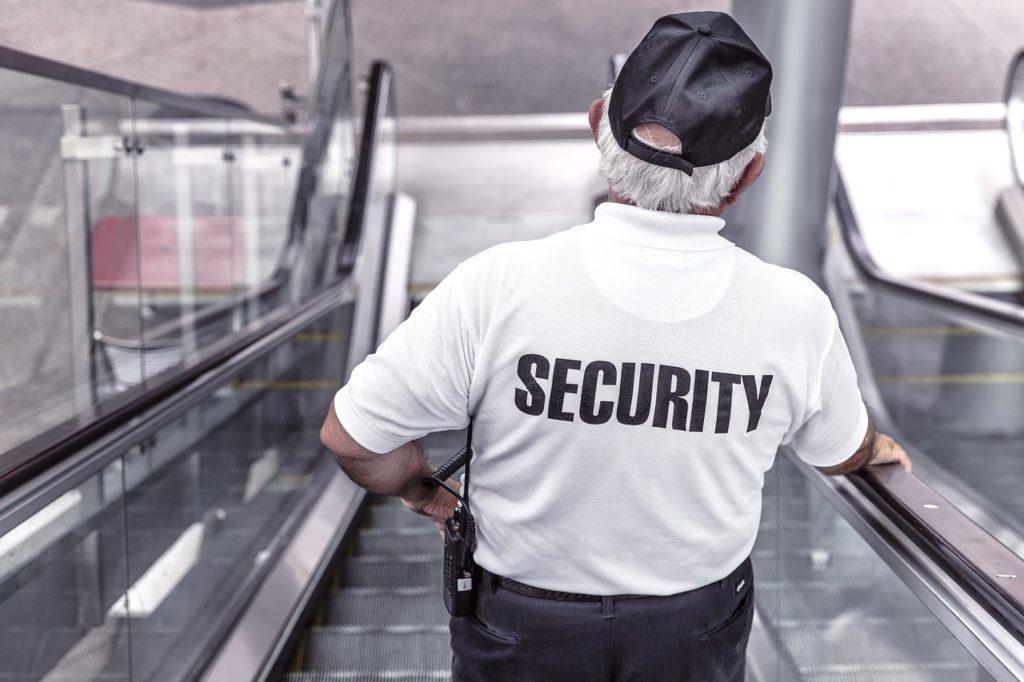 Cómo manejar las multitudes en los eventos: Necesitará un equipo de seguridad bien capacitado para su evento. Eso o John Wick.