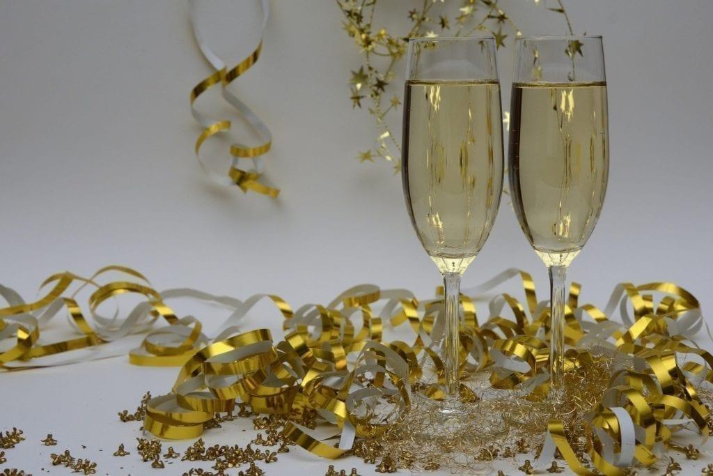 Idee per la festa di capodanno: Le ghirlande rendono tutto più festoso.