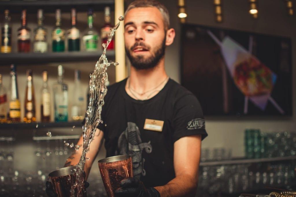 Pub gæste bartender