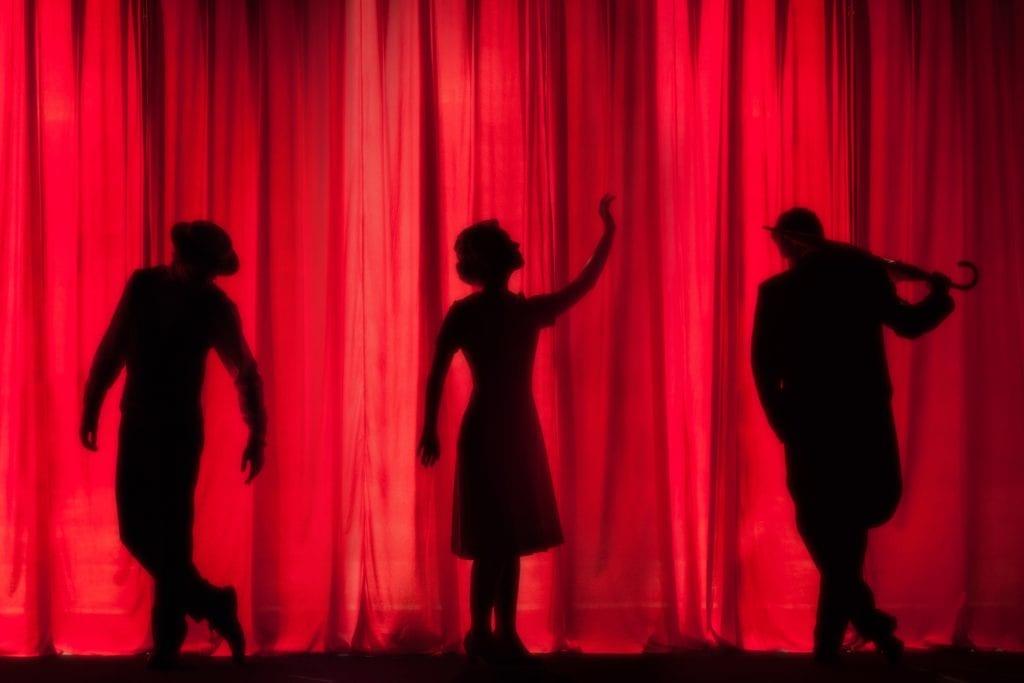 Vendere biglietti per il teatro: Postate contenuti con i vostri attori in azione.